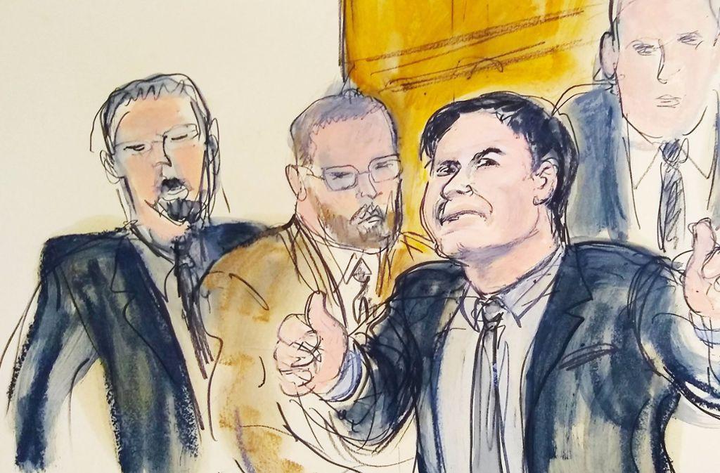 Vom Gerichtszeichner festgehalten: El Chapo  (2.v.r) verlässt wild gestikulierend den Saal, begleitet von US-Marshalls. Foto: AP
