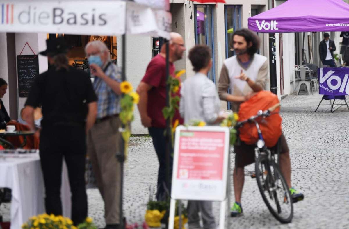Die Corona-Protestpartei dieBasis und die pro-europäische Volt-Partei haben es nicht in den Bundestag geschafft. Wie viel Stimmen beide bekamen, lesen Sie in der Bildergalerie. Foto: imago images