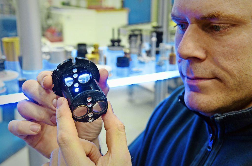 Den Bereich Medizintechnik will Zeiss durch Übernahmen stärken. Das Bild zeigt ein Okular, das in diesem Bereich eingesetzt wird Foto: dpa