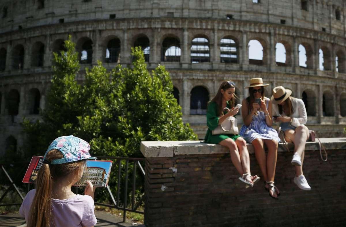 Das Leben in Italien wird wieder etwas lockerer. Foto: dpa/Cecilia Fabiano