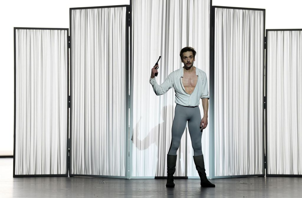"""Raus aus den Zwängen, rein in den Tod:  Friedemann Vogel in """"Mayerling"""". Foto: Stuttgarter Ballett"""