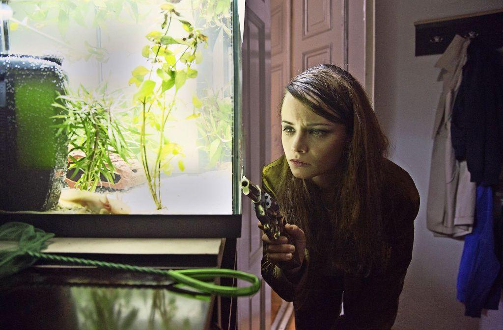 """Ein Spiel mit dem Feuer, auch im Bild: Jasna Fritzi Bauer spielt in """"Axolotl Overkill"""" die Jugendliche Mifti, die eine ungesunde Freiheit lebt. Foto: Verleih"""