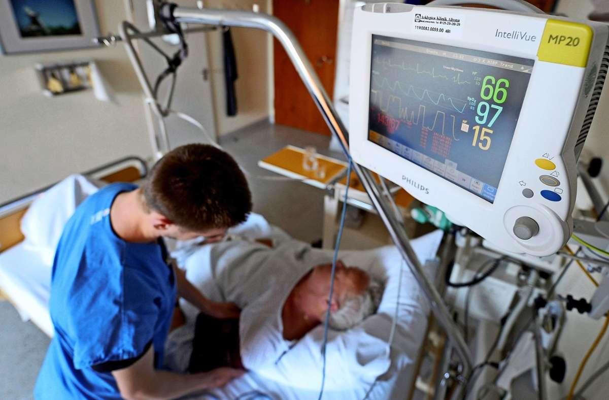 Wer in Deutschland als Krankenpfleger arbeiten will, braucht eine Anerkennungsurkunde. Foto: dpa/Angelika Warmuth