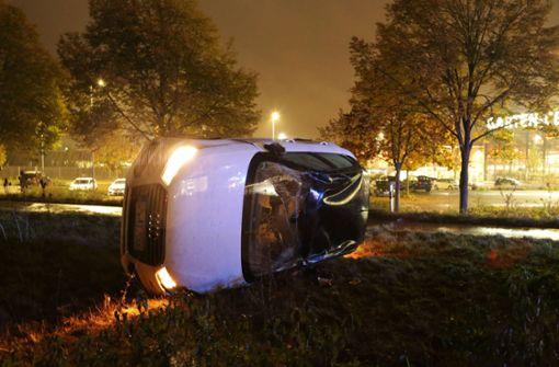 Audi überschlägt sich mehrfach – Fahrer auf Drogen?