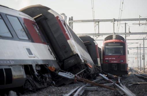 Zwei Züge krachen zusammen