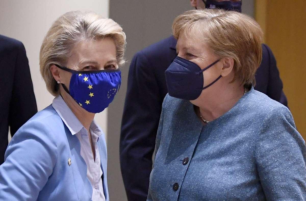 EU-Kommissionschefin Ursula von der Leyen mit Kanzlerin Angela Merkel. Foto: dpa/John Thys