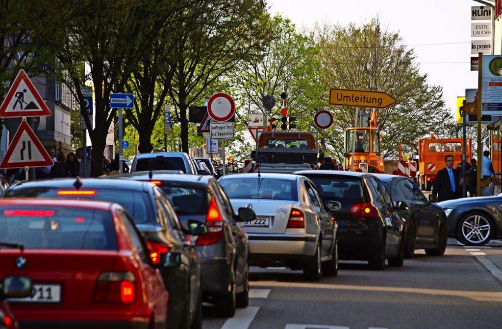 Der Verkehr rund um die Epplestraße in Degerloch läuft nicht immer glatt, wie diese Aufnahme aus dem Jahr 2013 zeigt. Foto: Archiv Ott