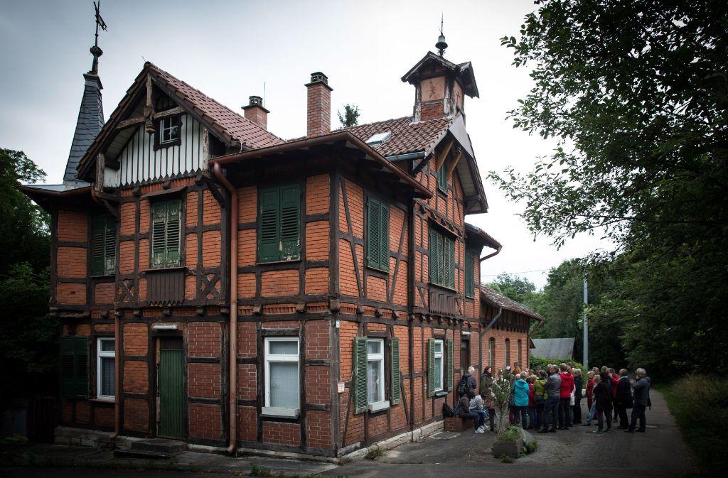 Der Verein Garnisonsschützenhaus möchte das Gebäudeensemble am Dornhaldenfriedhof baldmöglichst wiederbeleben. Foto: Lichtgut/Achim Zweygarth