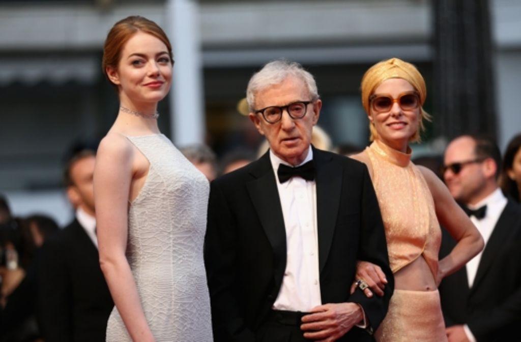 Starregisseur Woody Allen mit Emma Stone (links) und Parker Posey beim Filmfestival von Cannes. Die drei stellten den Film Irrational Man vor. Foto: Getty Images Europe