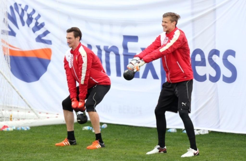 Die VfB-Torhüter Tyton (links) und Langerak leisten in Belek Schwerstarbeit. Foto: Baumann