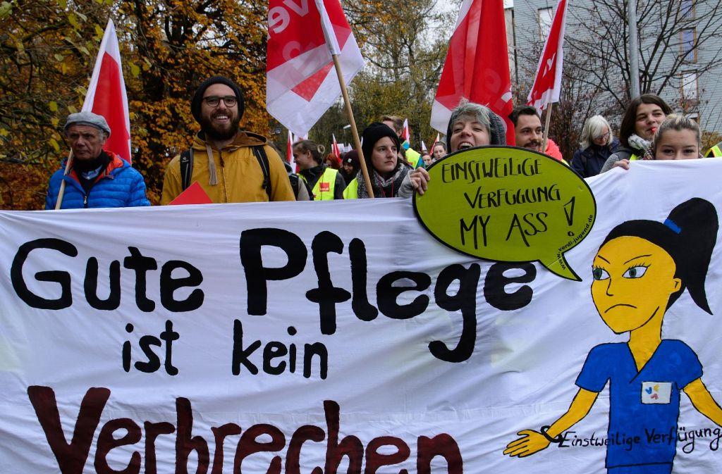 Protest in Tübingen: Mitarbeiter des Uniklinikums gingen am Mittwoch auf die Straße. Foto: dpa