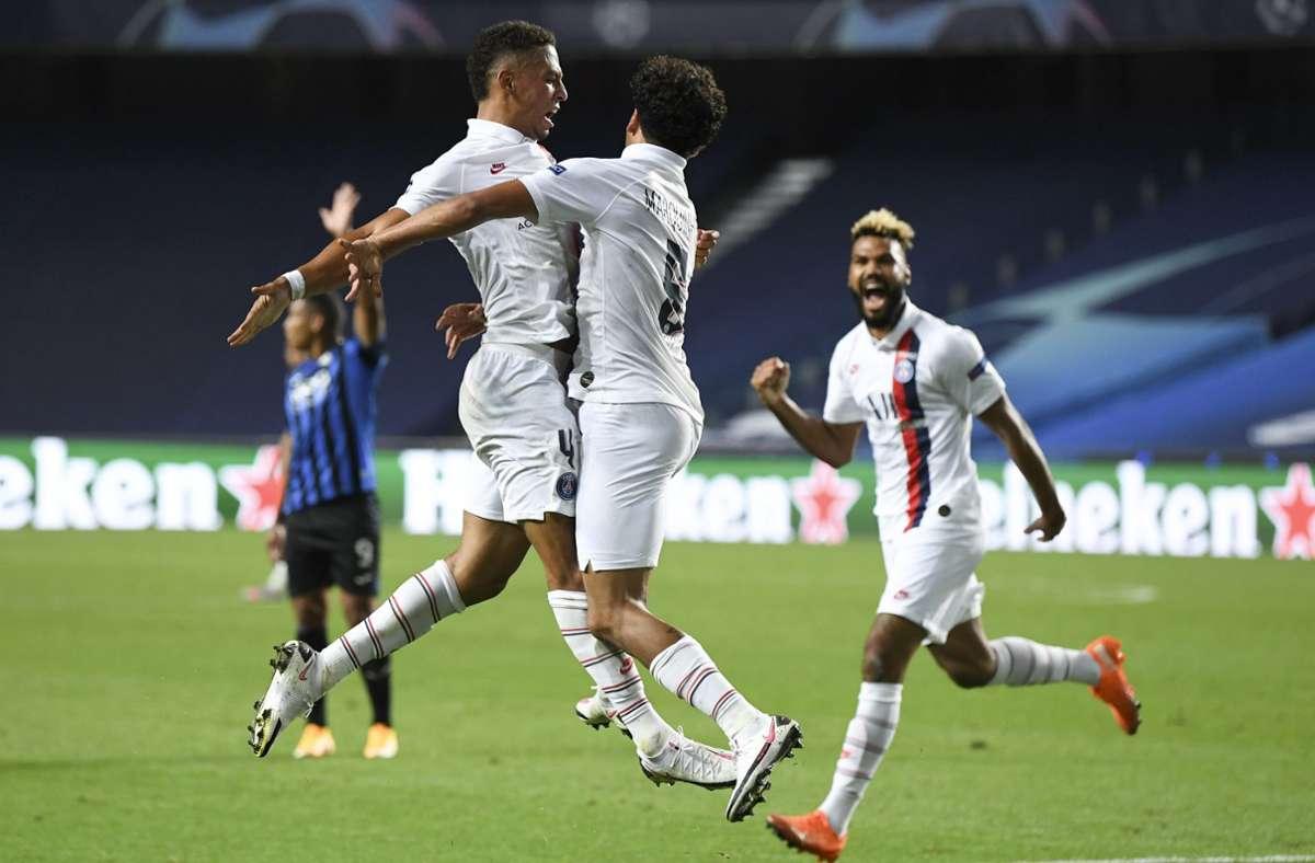 Paris drehte die Partie in den letzten Minuten. Marquinhos (Mitte) und Eric Maxim Choupo-Moting (rechts) trafen. Foto: AP/David Ramos
