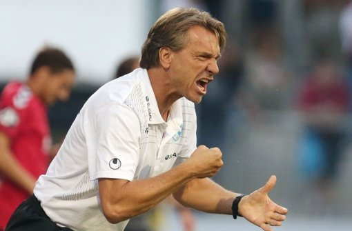 Kickers-Trainer Horst Steffen muss sein Team gegen den SV Böblingen umbauen. Foto: Baumann