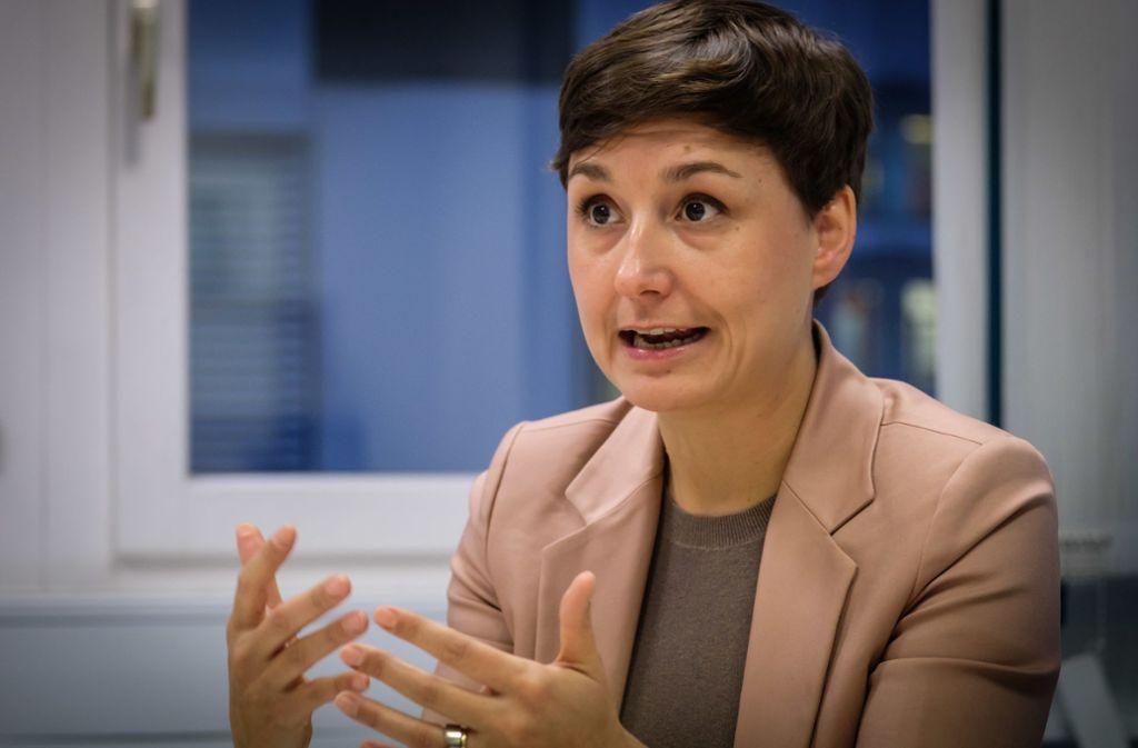 Breitseite gegen die Kultusministerin: Grünen-Chefin Sandra Detzer greift Susanne Eisenmann an. Foto: Lichtgut/Achim Zweygarth
