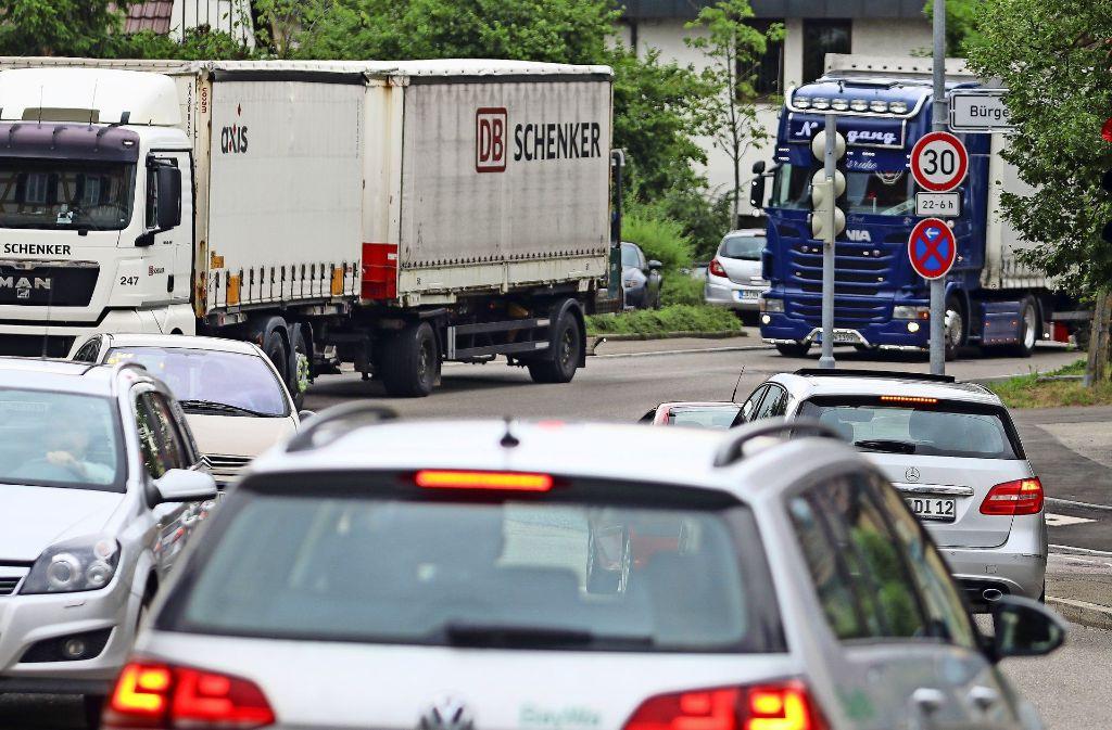 In der Ortsmitte  von Heimerdingen staut sich regelmäßig der Verkehr. Foto: factum/Granville