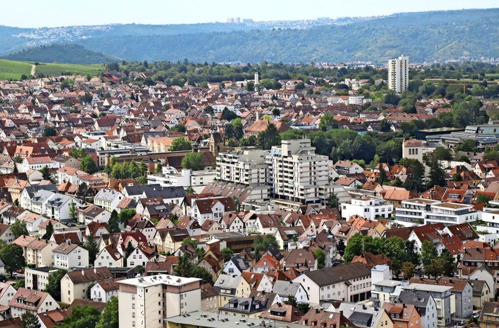 Blick auf die Kernstadt Fellbach mit Wohncity und  Lutherkirche in der Mitte. Sie soll  das schnelle Internet bekommen. Foto: Patricia Sigerist