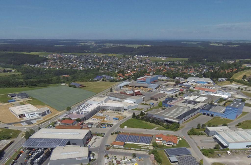 Luftbild von Niedereschach: Blühendes Gewerbegebiet am Schwarzwaldrand. Foto: EGON