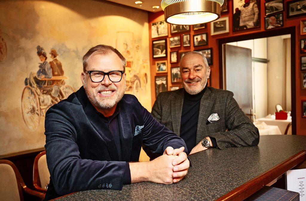 Uwe Sontheimer (links) und Jürgen Preuß an der WAC-Bar Foto: Lichtgut/Leif Piechowski