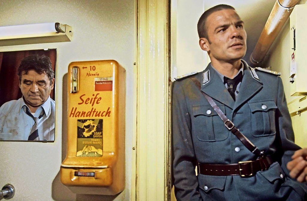 Im ersten Tatort ermittelt Trimmel (Walter Richter, li.) auf eigene Faust in der DDR. Der junge Peter Hallwachs (rechts) spielte einen Oberleutnant aus Leipzig. Foto: NDR/Scharlau