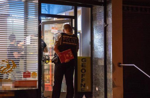 Täter schießen bei Überfall auf  Pizzeria