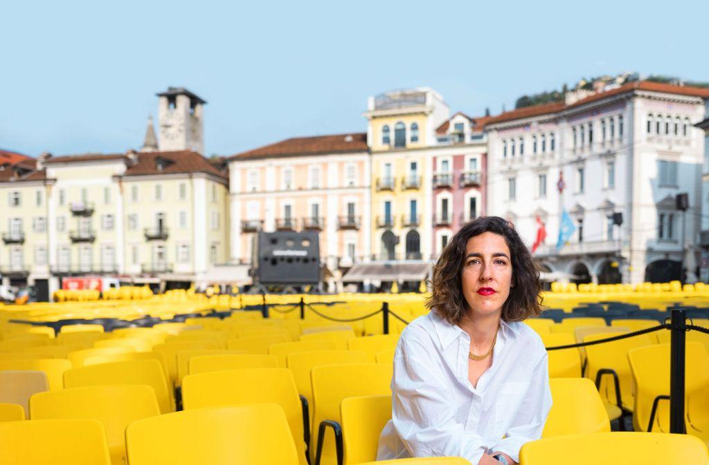 Die Festivalchefin Lili Hinstin auf der Piazza Grande in Locarno, dem Ort der abendlichen Freiluftaufführungen für Tausende von Zuschauern. Foto: picture alliance/dpa
