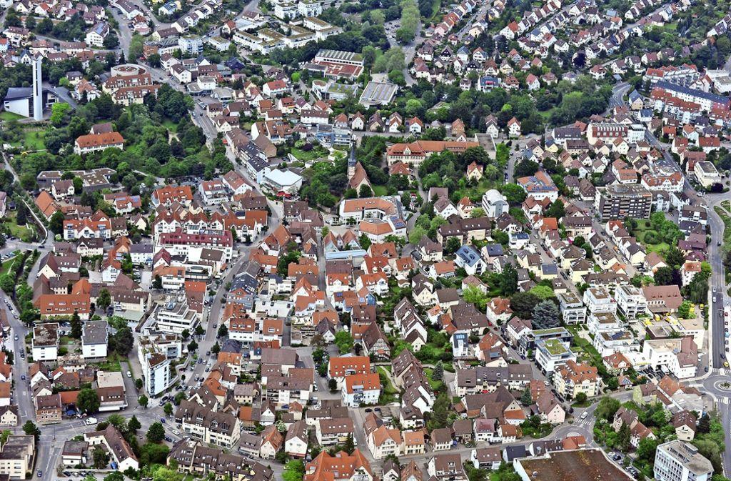 Wo kann in der Stadt gebaut werden?  Der Gemeinderat will Wohnraum schaffen. Auf diese Weise soll die Stadt attraktiv bleiben. Foto: Kunle