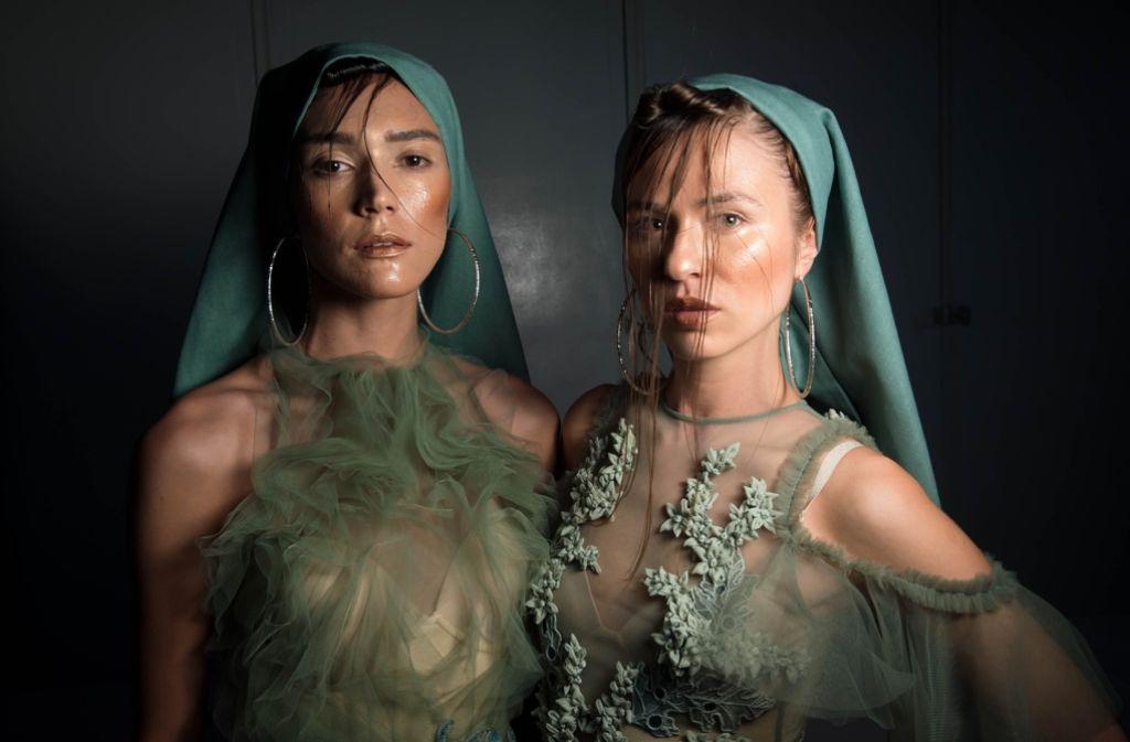 Kunstvoll-schön: Der philippinisch-stämmige Designer Furne One entwirft für seine Marke Amato Mode für arabische Kunden. Foto: Getty Images Europe