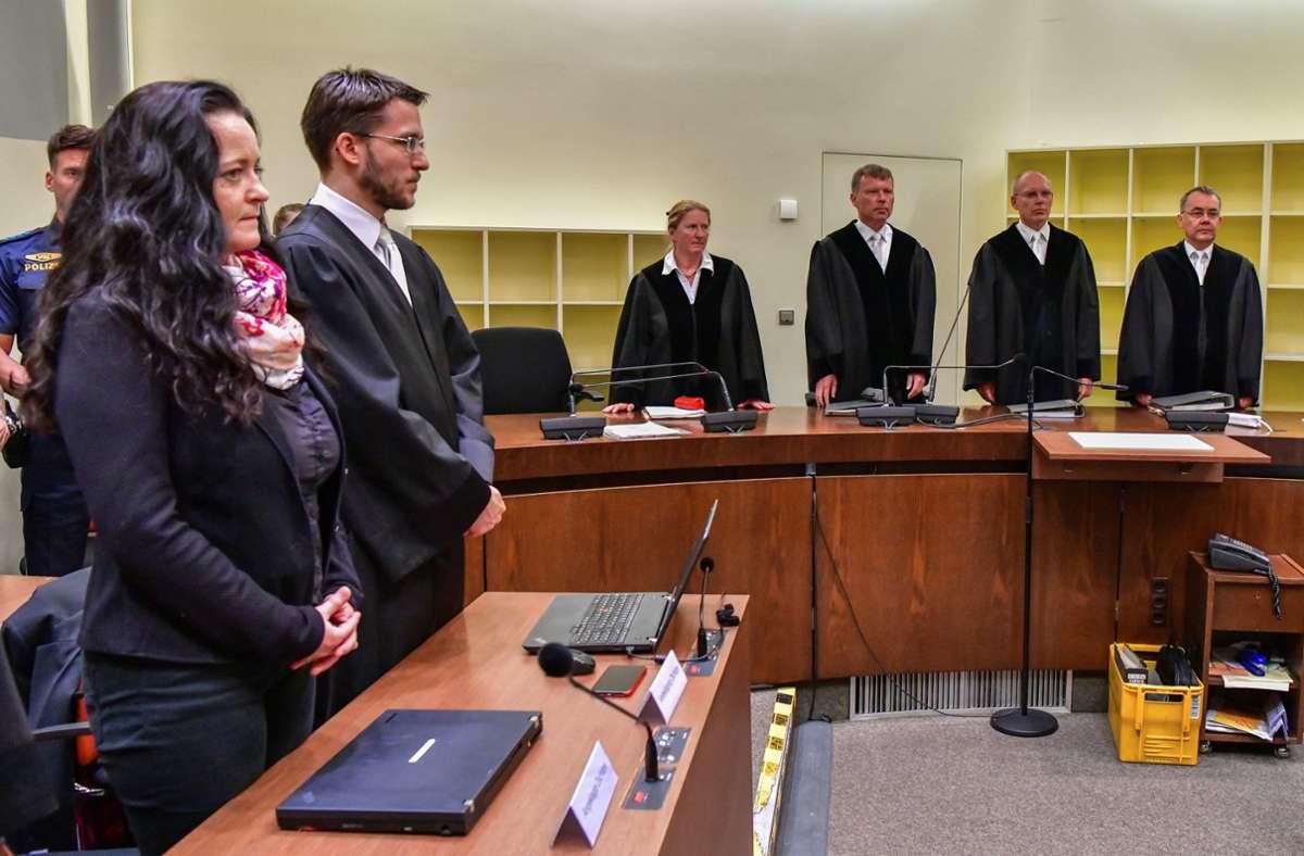 Die NSU-Terroristin Beate Zschäpe (links) im Oberlandesgericht München am 11. Juli 2018, dem Tag der Urteilsverkündung Foto: dpa/Peter Kneffel
