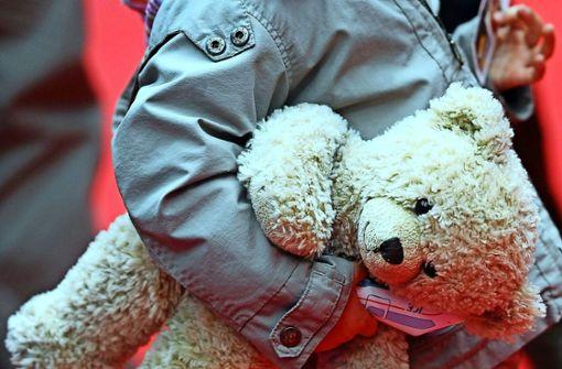 Mutter holt ausgerissenes Kind wegen zu hoher Spritkosten nicht heim