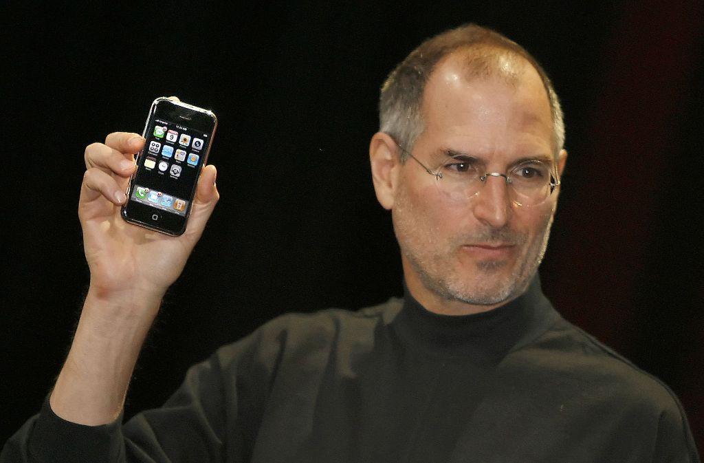 Am 9. Januar 2007 stellete Steve Jobs das erste iPhone von Apple vor Foto: AFP