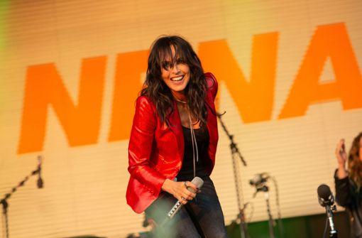 Sängerin wettert bei Auftritt gegen Corona-Maßnahmen