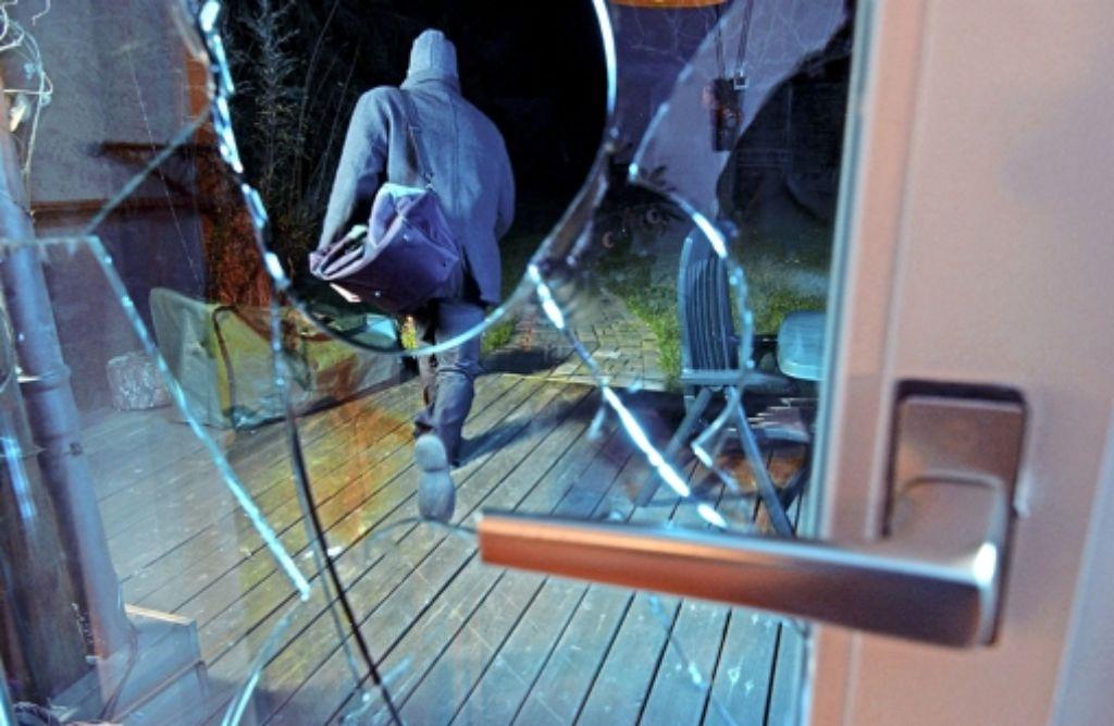 Ungebetene Besucher:  Serien von Einbrüchen machen der Polizei zu schaffen. Foto: dpa