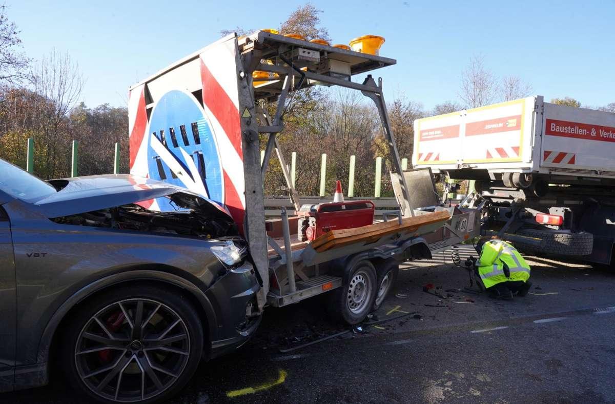 Der Unfall ereignete sich auf der B10 bei Zuffenhausen. Foto: Andreas Rosar/Fotoagentur-Stuttgart