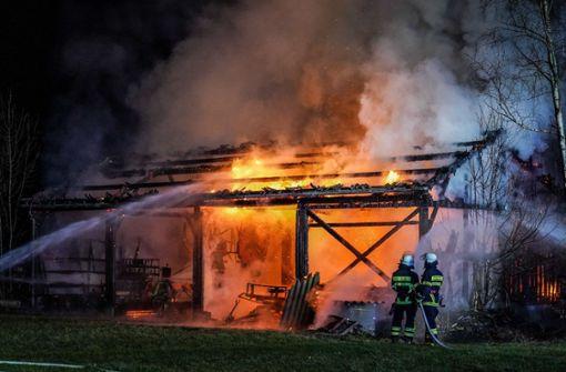 Meterhohe Flammen – 100 000 Euro Schaden nach Scheunenbrand