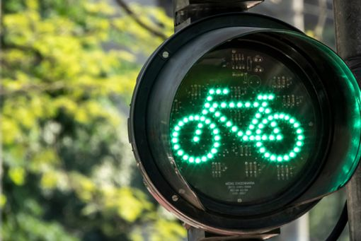 Grünes Licht und Vollgas für die Mobilitätswende wünschen sich die meisten der von uns befragten Radfahrenden. Was eine künftige Regierung sonst noch auf die Kette bekommen sollte, ist in der Bildergalerie zu lesen.
