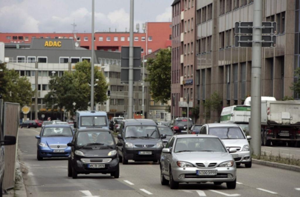 Neckartor: an der Messstation soll der Verkehr unauffällig vorbeirollen. Foto: Steinert