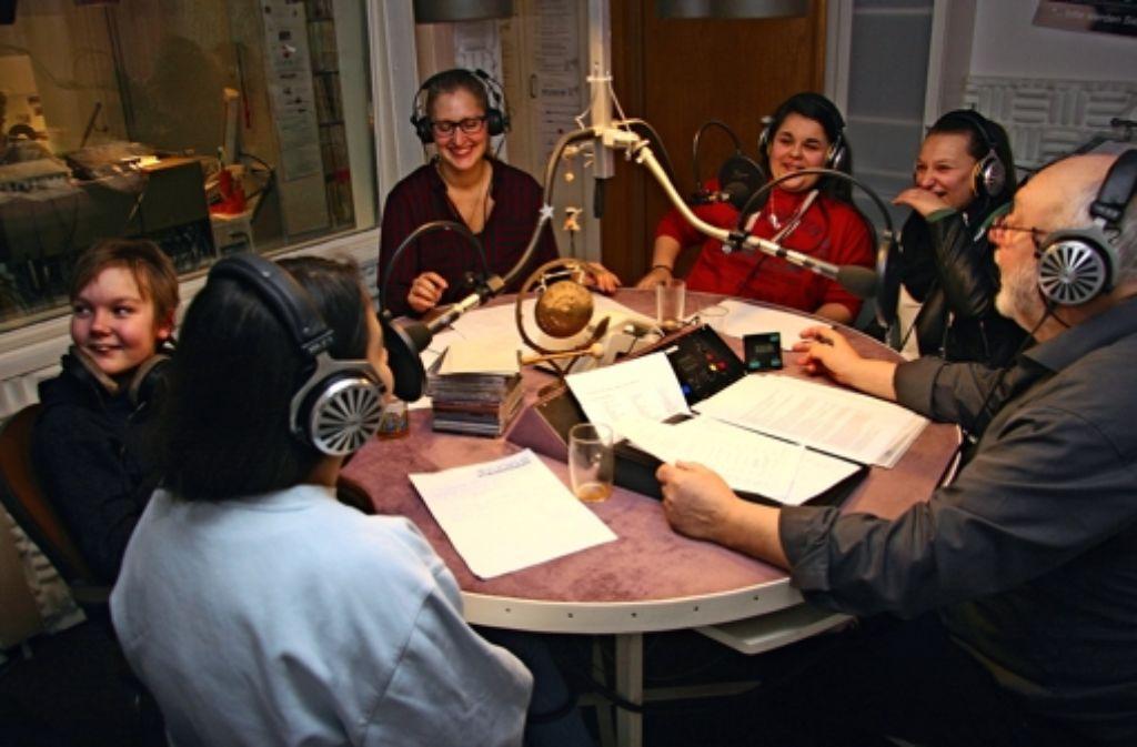 Viel Spaß haben die Nachwuchsreporter im Studio 81, dem Patientenradio. Foto: Wenke Böhm