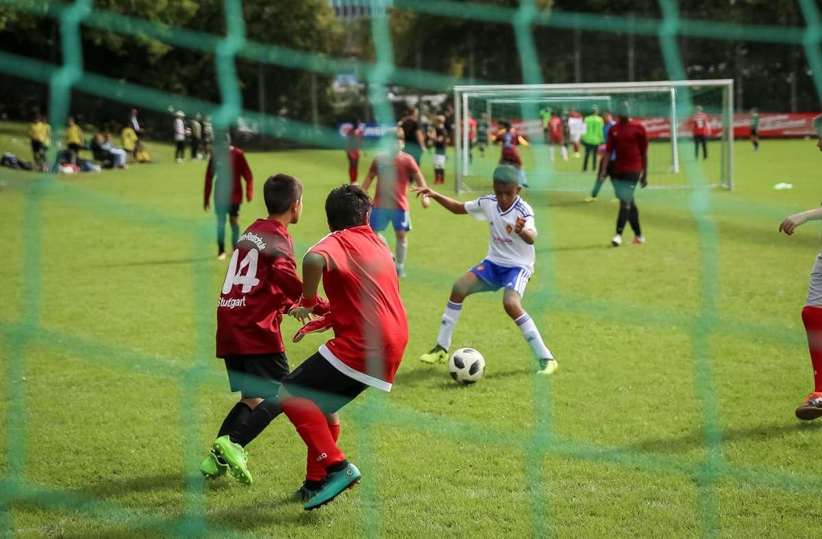 Die Kinder sind sportlich. Jetzt ist der Vereinsbeitrag fällig. Foto: Lichtgut/Julian Rettig