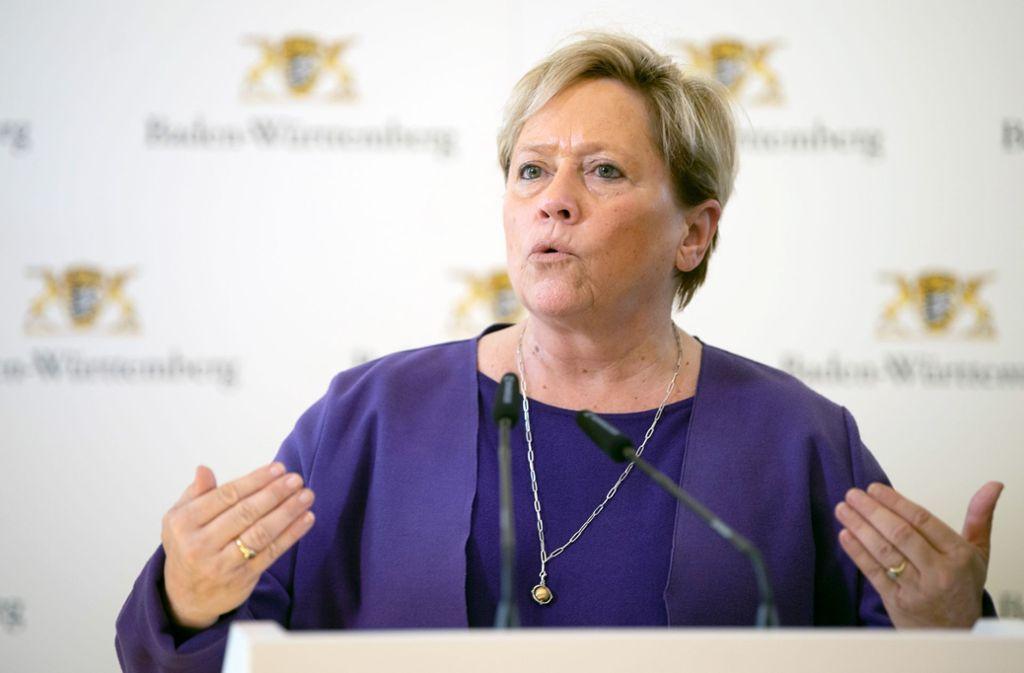 Landeskultusministerin Susanne Eisenmann (CDU) hält am Termin für das Abitur im Mai fest. (Archivbild) Foto: Sebastian Gollnow/dpa/Sebastian Gollnow