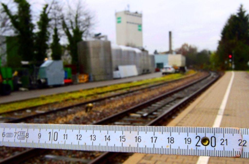 Ein kleines Stück für den Zollstock, ein großes Stück für die Strohgäubahn. Foto: