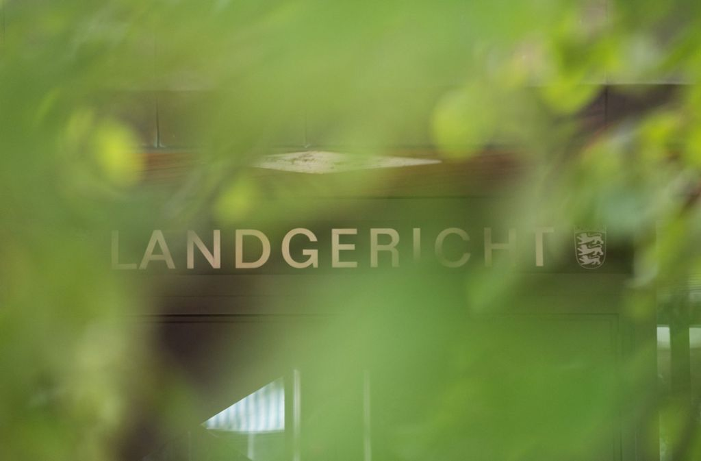 Ein 62-Jähriger aus Esslingen muss sich vor dem Landgericht Stuttgart wegen schweren sexuellen Missbrauchs von Kindern verantworten. Foto: dpa