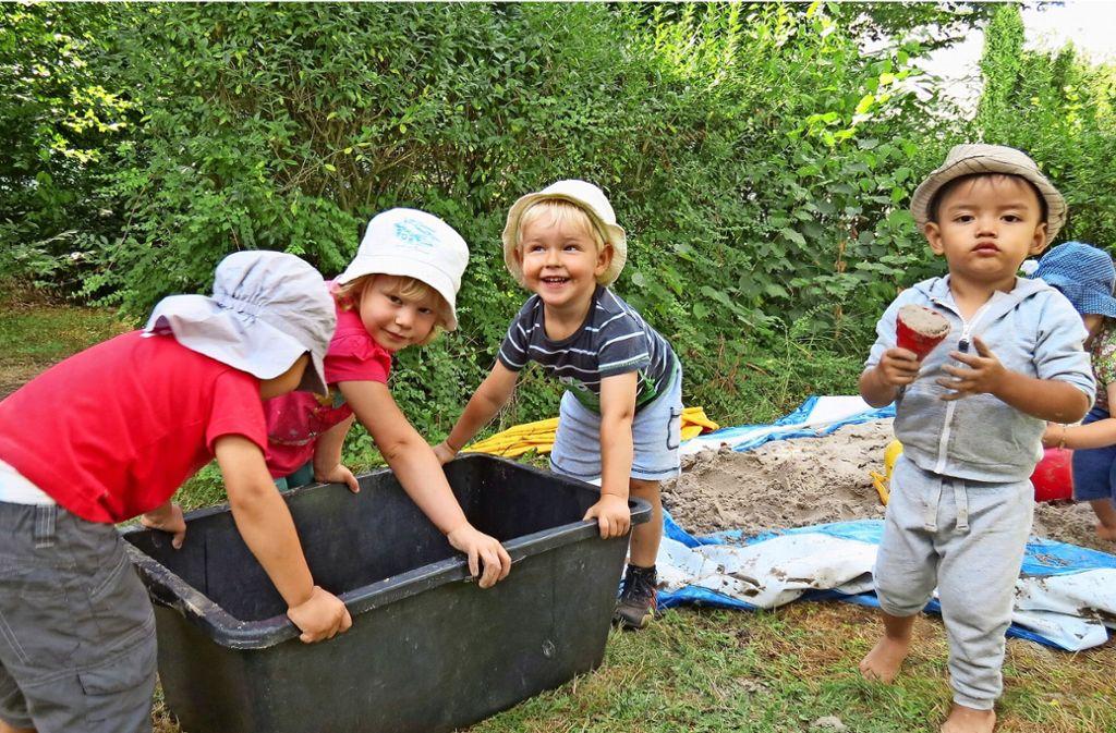 Fühlen sich wohl: die Kleinen im Garten ihres neuen Quartiers. Foto: Julia Bosch