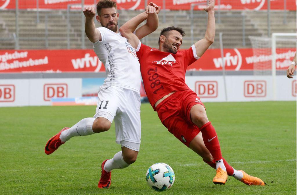 David Braig (li.) spielt immer mit viel Einsatz: Hier im WFV-Pokal-Endspiel 2018 gegen Ralf Kettemann, den damaligen Spielertrainer des TSV Ilshofen. Foto: Baumann