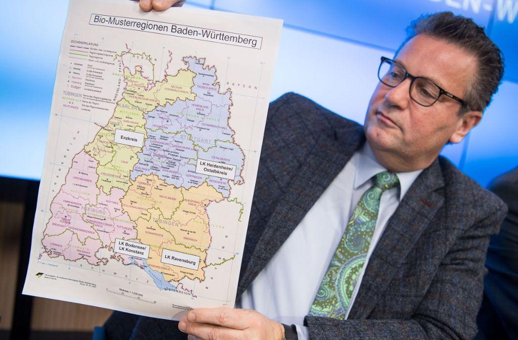 Minister Hauk stellt die Musterregionen vor. Foto: dpa