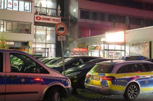 Täter sollen auf geöffnete Shisha-Bar gefeuert haben