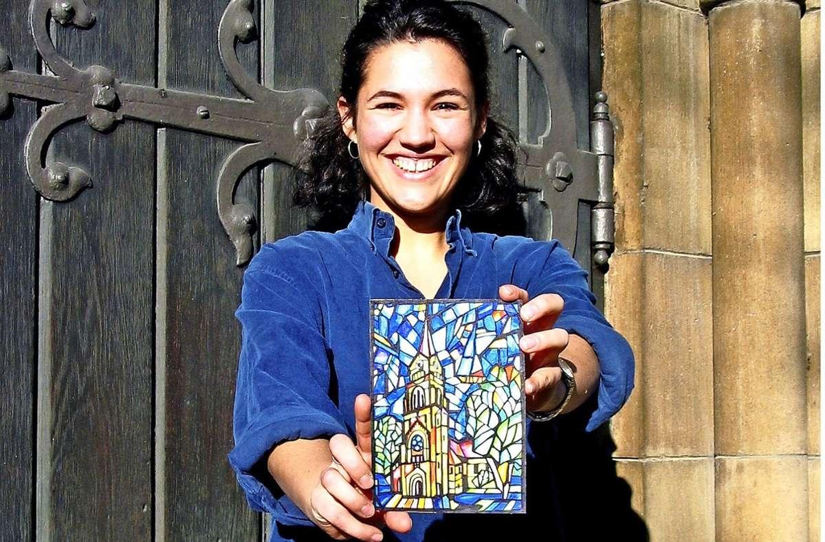 Katharina Schaaf hat das Aquarell in Anlehnung an ein Chorfenster von Christian Oehler gemalt. Foto: /Susanne Müller-Baji