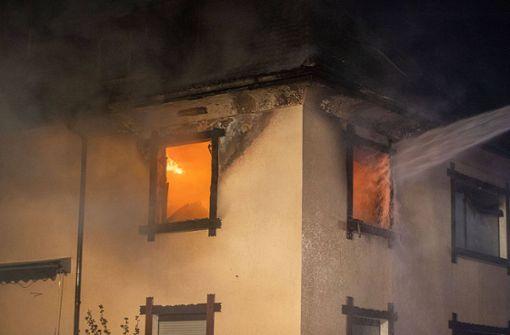Frau kommt bei Feuer in Wohnhaus ums Leben