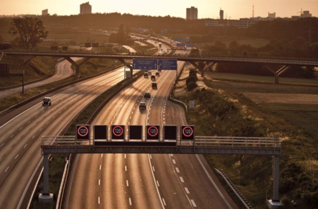 Auf der Autobahn wird künftig auch nachts wieder die Höchstgeschwindigkeit limitiert. Foto: Leif Piechowski
