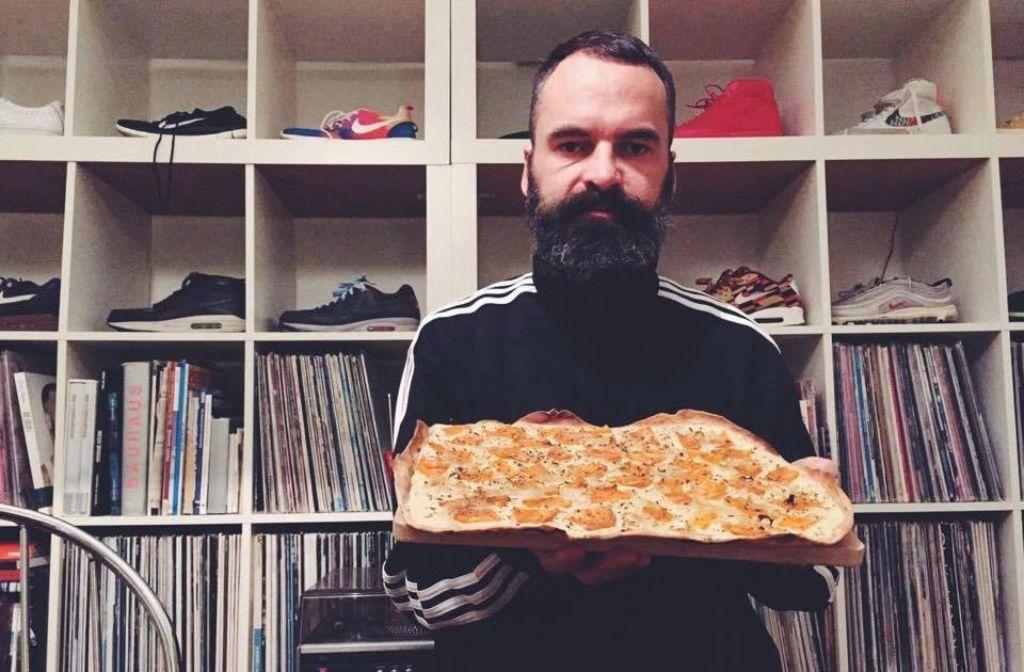 DJ und Hobby-Bäcker Thorsten Weh kann nicht nur süß, sondern auch salzig. Deshalb gibts von ihm diesmal das Rezept für einen veganen Flammkuchen mit Süßkartoffeln. Foto: privat