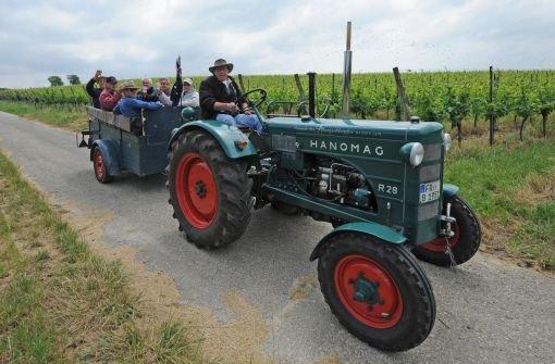 Mann von Traktoranhänger überrollt
